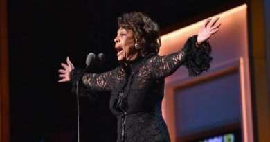 WATCH: Crazy Maxine Waters Calls for Trump's Impeachment From the Stage at Star-Studded Glamour Awards (VIDEO)